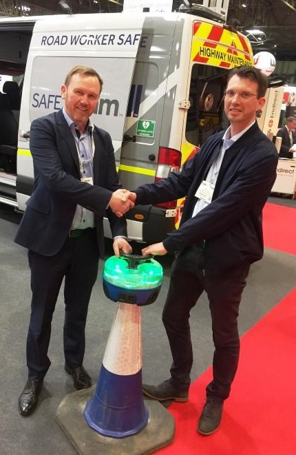 Darren Nelson (Carnell) and Roger Poeth (HRS) at the recent Traffex event